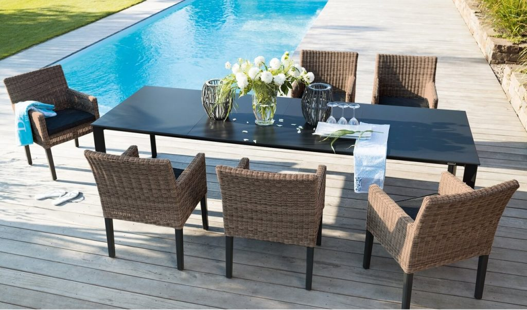 wicker_gal_bretange_lifestyle_w_kp_table_5